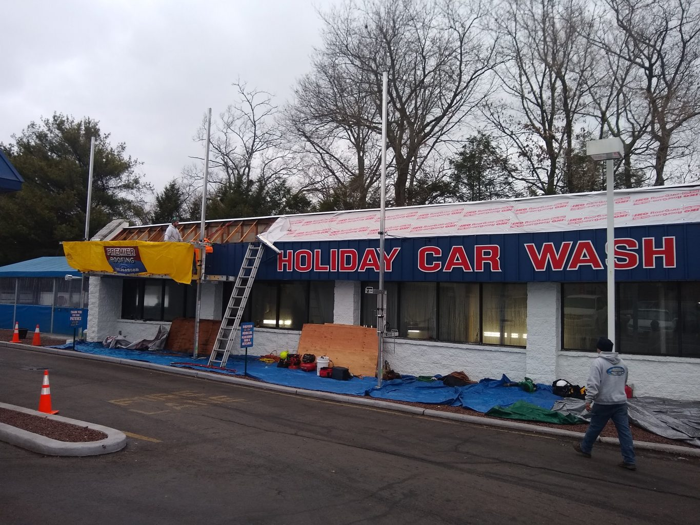 Holiday Service Center and Car Wash